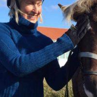 Mia med hästarna